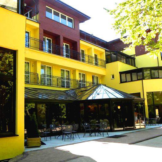 Остекление террас ресторанов и отелей
