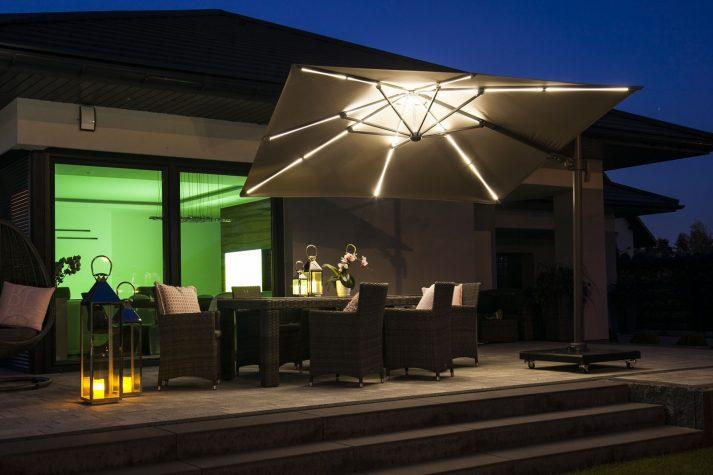 Современный зонт садовый с подсветкой 1