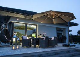 Современный зонт садовый с подсветкой 26